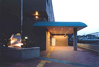 みどりの館施設紹介写真 エントランス 夜